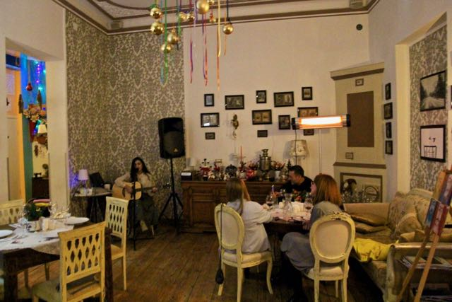 restaurant bautmi with live music