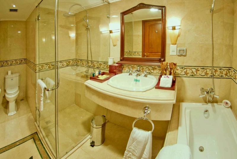 grand hotel saigon bathroom
